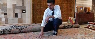 Professionelle Reinigung von Teppichen - eine Reinigungsmaschine